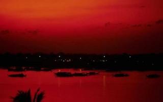 Rouge est l'océan de Cat Hellisen