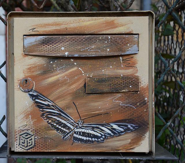 Papillon street art, Vitry-sur-Seine by Jeanne Menj via Flickr