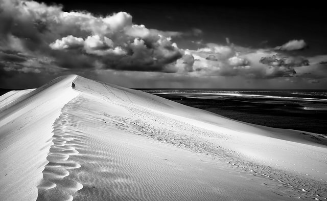 ...dune du Pillat in BW by Carlo Scherer via Flickr
