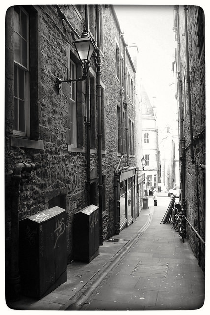 Fleshmarket Close by Magnus Hagdorn via Flickr