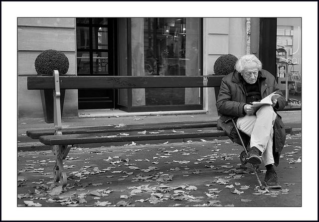 vieux lecteur by Serge kIk via Flickr