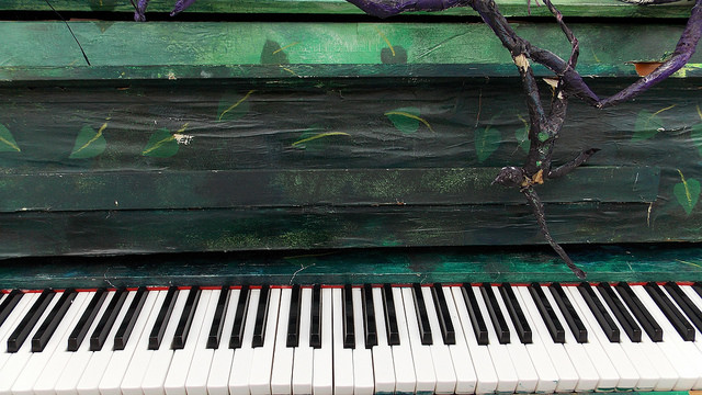 green piano by Cristina Rugutto via Flickr