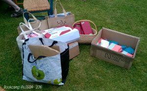 Des colis venus des absentes et des sacs pour celles venus sur place.