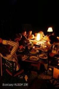 Repas à la lueur des lumières pour plus de convivialité