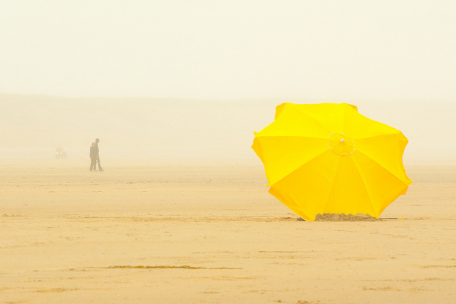 Le Parasol jaune by Francis Manguy via Flickr