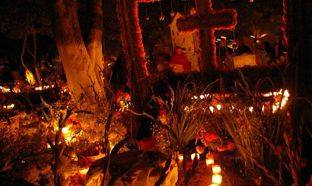 Noche de Los Muertos by Thomassin Mickaël via Flickr