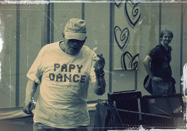 Papy Dance by EyeSeeEyeAm via Flickr